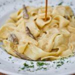 פסטה יוונית מתכון מיוחד ופשוט להכנתה ! בתוספת של חזה עוף!